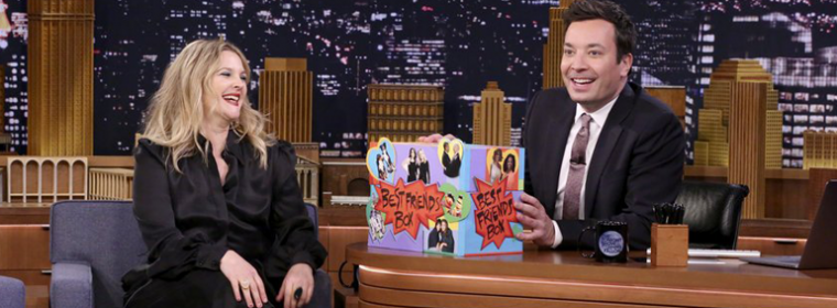Drew Barrymore é convidada do programa The Tonight Show Starring Jimmy Fallon